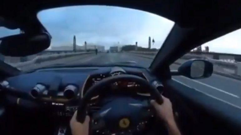 #Video Man يصطدم بفيراري على جسر لندن